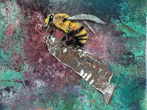 Biene auf Müll